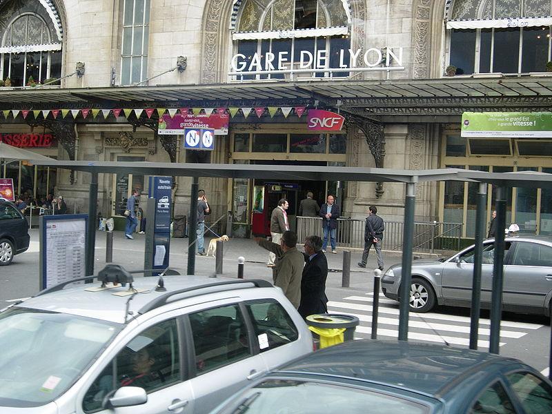 800px-Gare_De_Lyon_Entrance