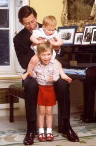 Week 11 : Mini Links : Adorable photos of Prince William & Harry when they were young